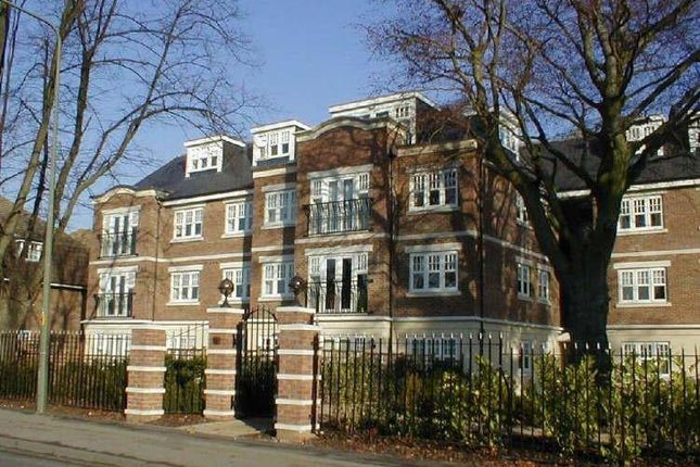 2 bed flat to rent in Alexandra Mansions, Alexandra Road, Epsom KT17
