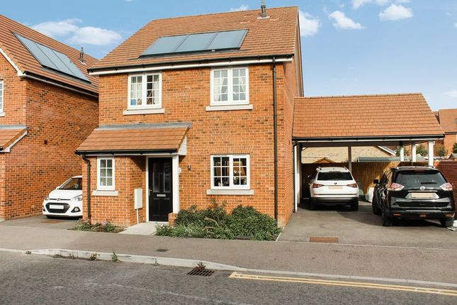 4 bed detached house to rent in Farnham Avenue, Wickford SS11