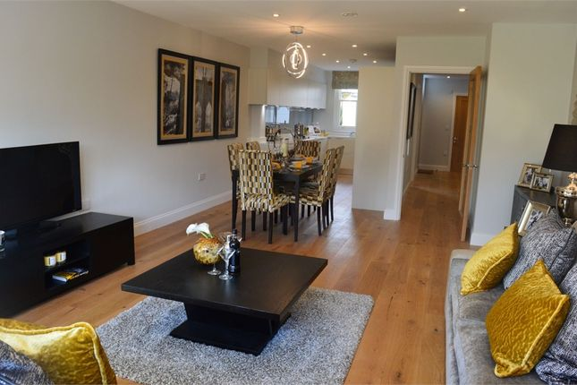 Thumbnail Town house for sale in Windmill Road, Brentford, Middlesex