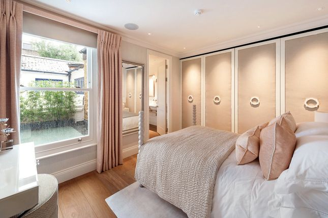 Bedroom of Pond Place, London SW3