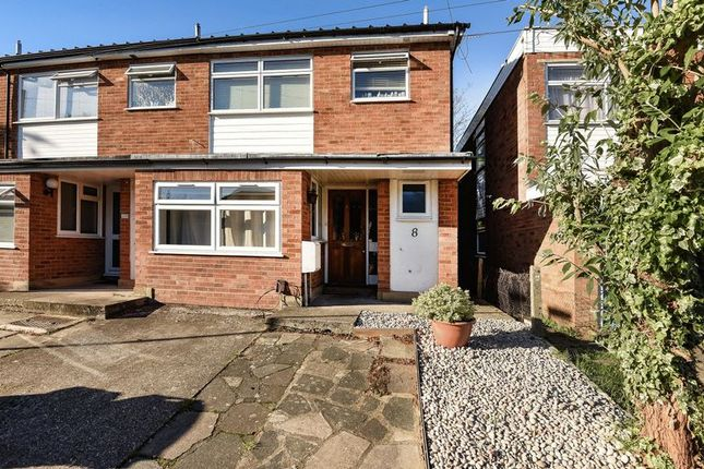 5 bed terraced house to rent in Greenways, Englefield Green, Egham