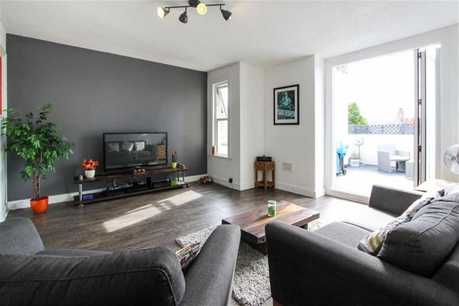 Thumbnail Flat for sale in Southview Drive, Westcliff On Sea, Essex
