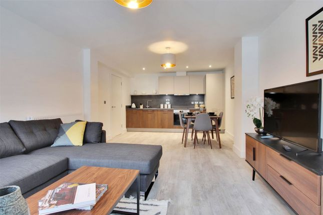 Thumbnail Flat for sale in Victoria Point, George Street, Victoria Way, Ashford, Kent