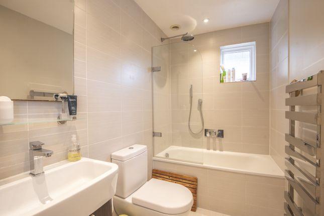Bathroom of Gibbon Road, Kingston Upon Thames KT2