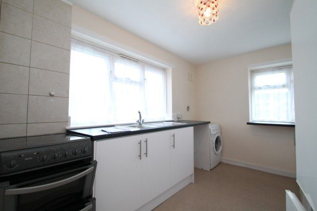 3 bed flat to rent in Fir Tree Gardens, Croydon CR0