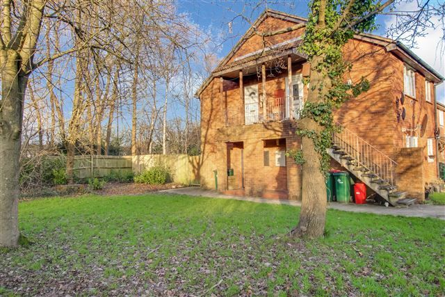 Studio to rent in St. Brelades Road, Crawley
