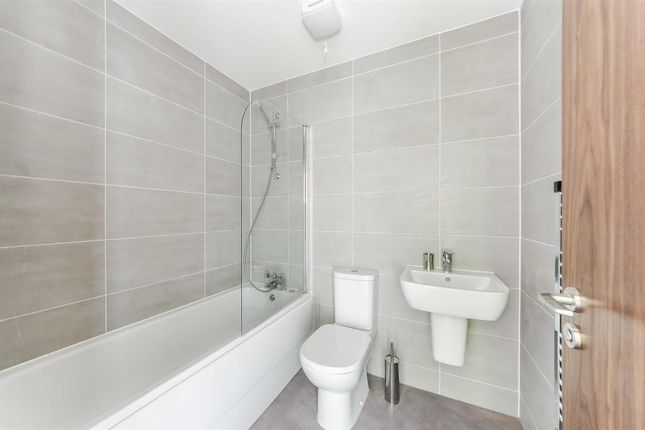 1 bed flat to rent in Landmark, Waterfront West, Brierley Hill