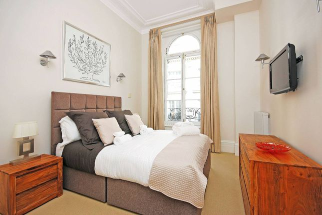 Thumbnail Flat to rent in Spring Gardens, St James's