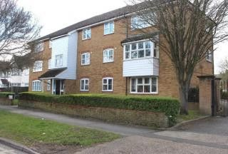 2 bed flat to rent in Harewood Court, College Avenue, Harrow, Greater London HA3