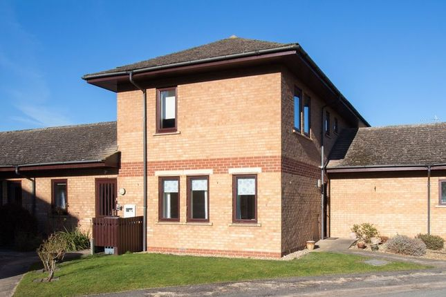Thumbnail Flat for sale in Welland Mews, Stamford