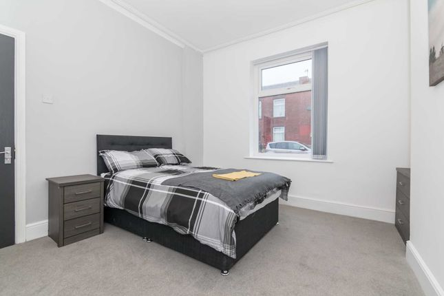 Thumbnail Room to rent in Green Street, Middleton, Manchester