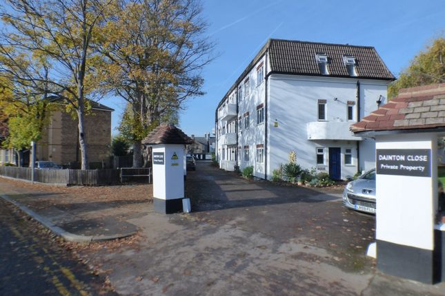 Thumbnail Flat to rent in Dainton Close, Bromley
