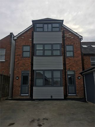 Thumbnail Terraced house for sale in Crown Street, Reading, Berkshire