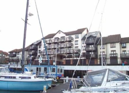 3 bedroom town house to rent in Moorhead Court, Ocean Village, Southampton