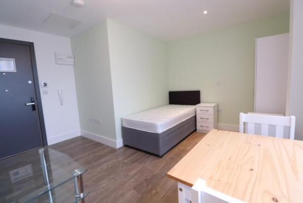 Studio to rent in Scholes Street, Oldham OL1