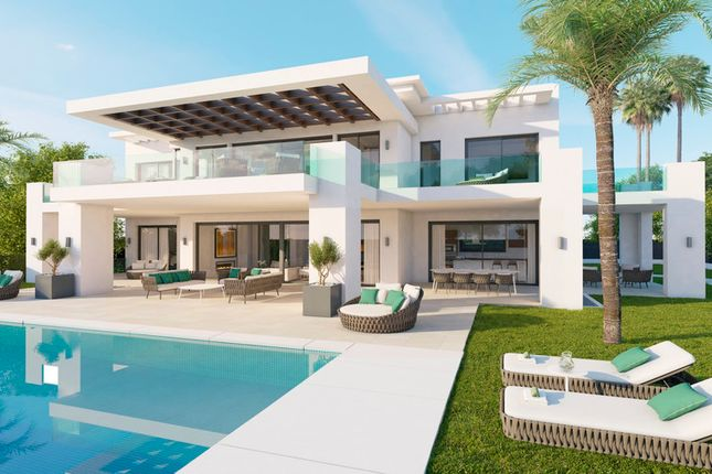 Villa for sale in Haza Del Conde, Costa Del Sol, Spain