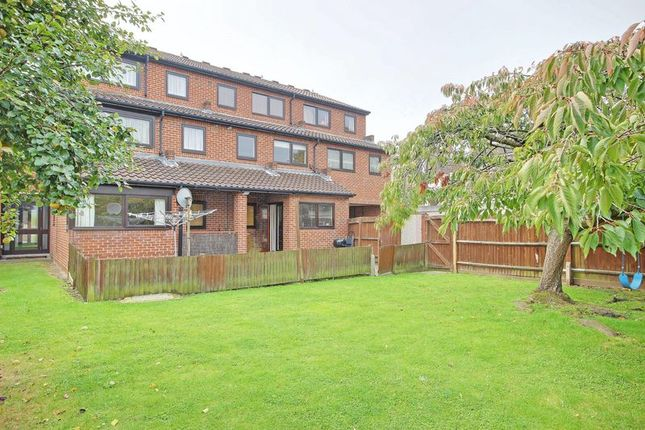 Thumbnail Flat for sale in Jamescroft, Graeme Road, Enfield