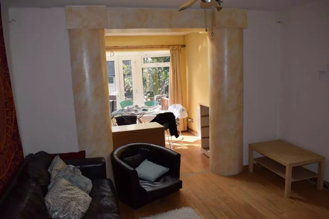 Thumbnail Town house to rent in Burley Road, Leeds, Burley