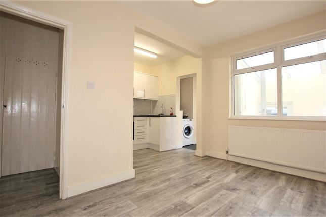 Thumbnail Property to rent in Godstone Road, Whyteleafe