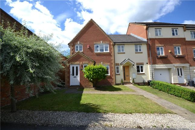 Thumbnail Detached house to rent in Banbury Close, Wokingham, Berkshire