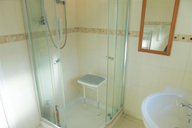 Bath2 of Village Nook, Greenside Avenue, Aintree Village L10