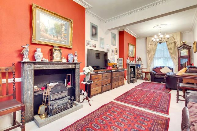 Thumbnail Property for sale in Claremont Square, London