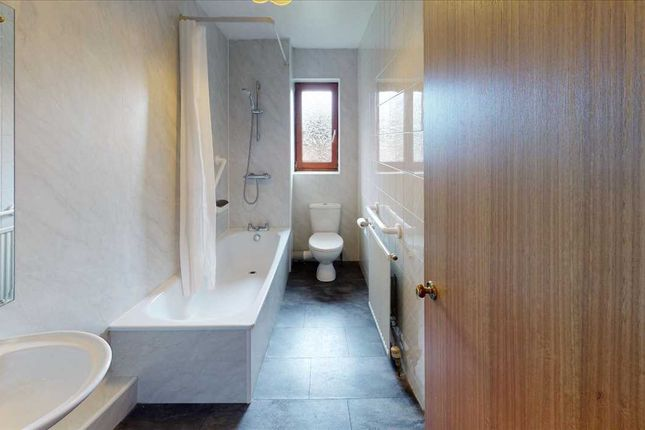 Bathroom of The Maltings, Keith Place, Inverkeithing KY11