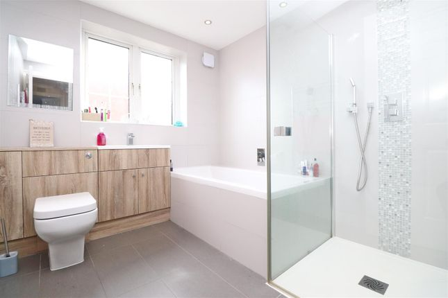 Sc Bathroom of Stanton Close, St.Albans AL4