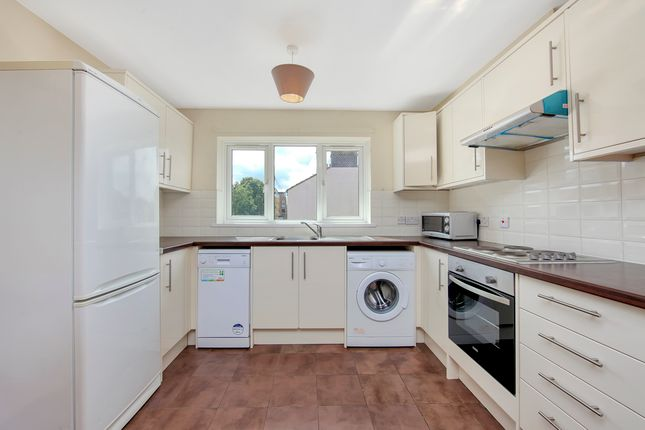 3 bed flat to rent in Ambassador Square, Docklands E14, Isle Of Dogs,