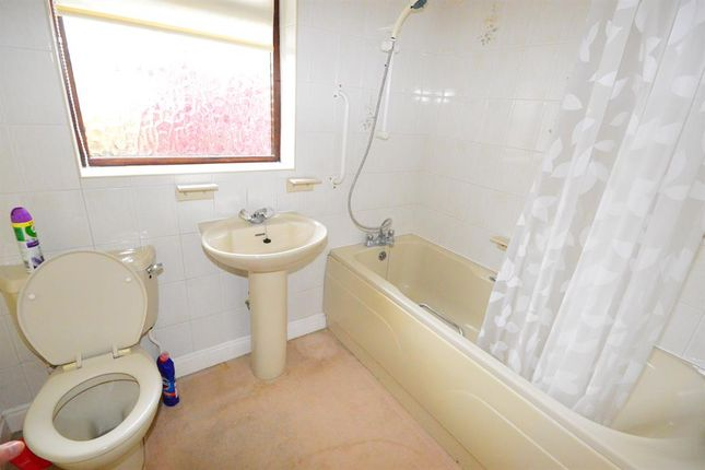Bathroom of Greenway, Kibworth Beauchamp, Leicester LE8