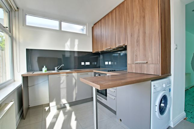 Thumbnail Flat to rent in Ruskin Walk, Bromley