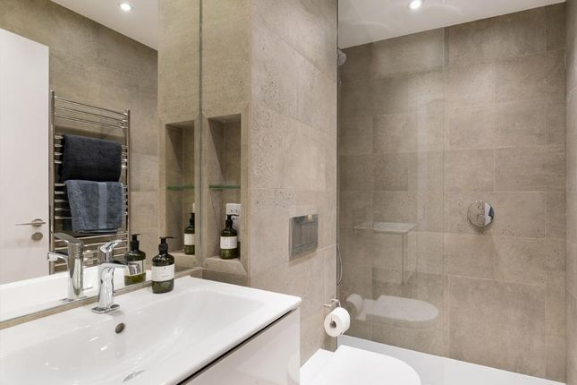 En Suite of Apartment 39, Third Floor, 215A Balham High Road, Balham SW17