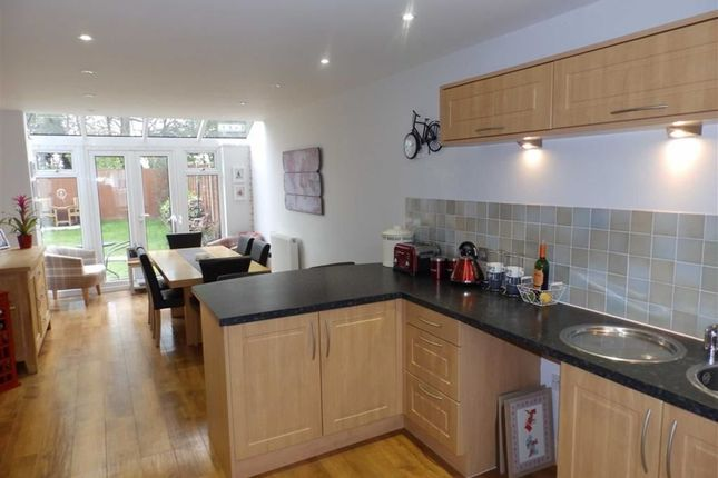 4 bed semi-detached house for sale in Meadow Crescent, Ipswich, Suffolk