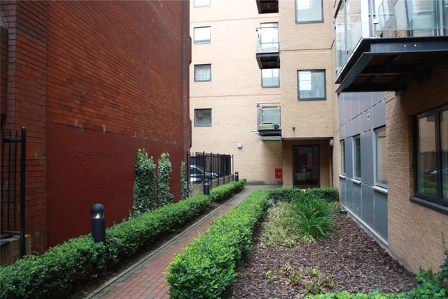 Thumbnail Flat for sale in Icon House, Merchants Place, Reading, Berkshire