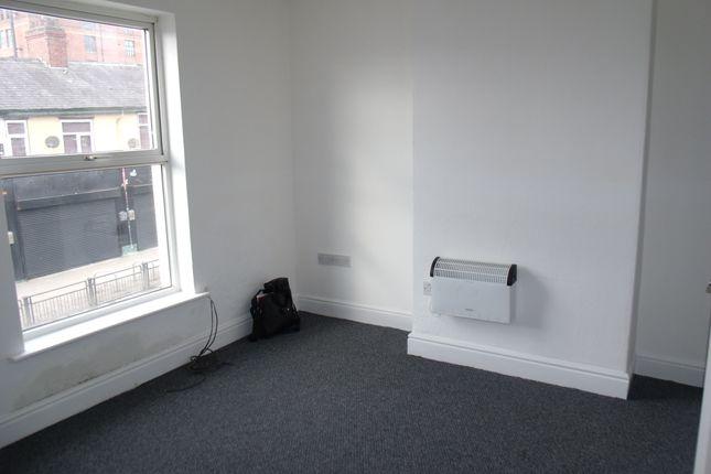 Thumbnail Flat to rent in Ashton Road, Oldham