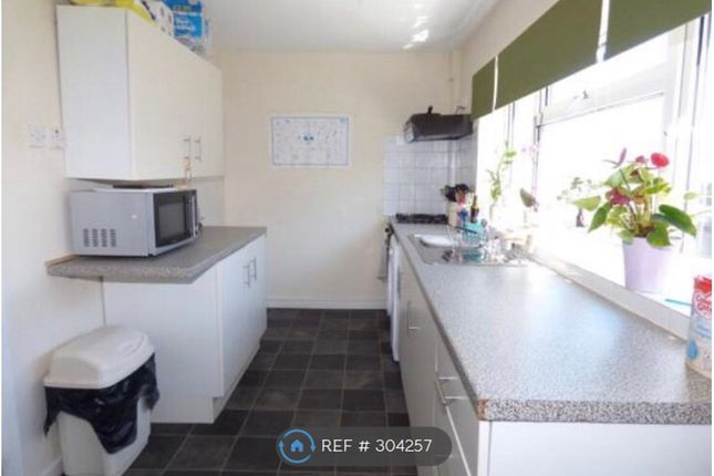 2 bed terraced house to rent in Cambria Street, Holyhead LL65