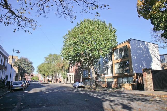 Thumbnail Shared accommodation to rent in Coleman Fields, London