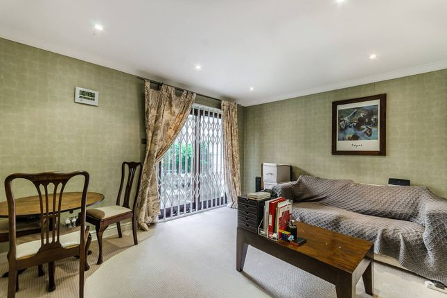 Thumbnail Flat to rent in Heathcote Street, Bloomsbury