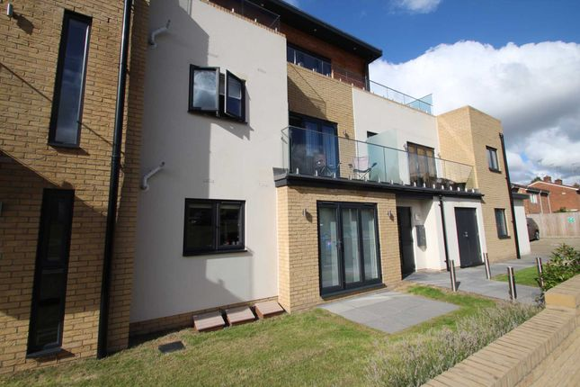 Thumbnail Flat for sale in Beechfield Road, Hemel Hempstead