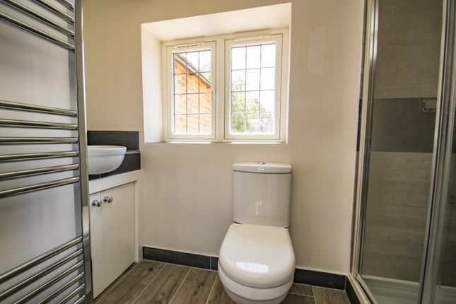 Ensuite of Icknield Cottages, High Street, Streatley, Reading RG8