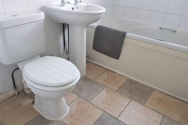 Bathroom of Albert Street, Aylesbury HP20