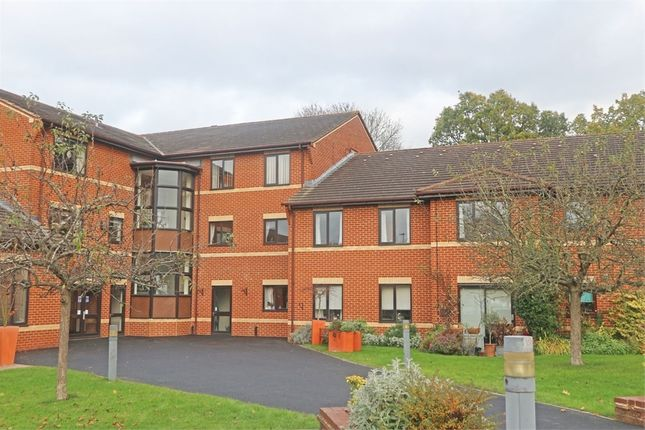 Flat for sale in Kennet Court, Wokingham, Berkshire