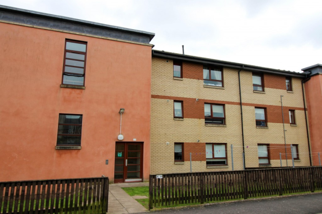 Thumbnail Flat to rent in Burnside Court, Camelon FK1,