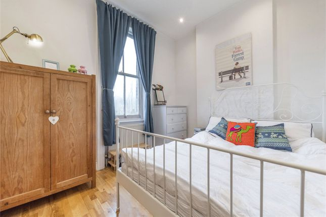 Bedroom of Cavendish Road, Kilburn, London NW6