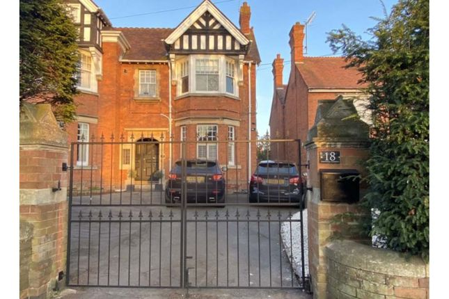 Thumbnail Town house for sale in 40 Greenhill, Evesham