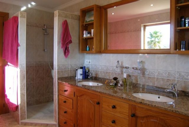 Main Bed Bath On Suite Shower