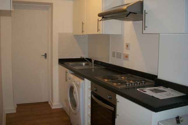 Thumbnail Flat to rent in Chipstead Valley Road, Coulsdon