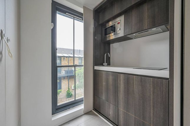 Thumbnail Studio to rent in Russell Road, Palmers Green, London