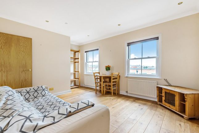 Flat to rent in Broadway Court, Wimbledon