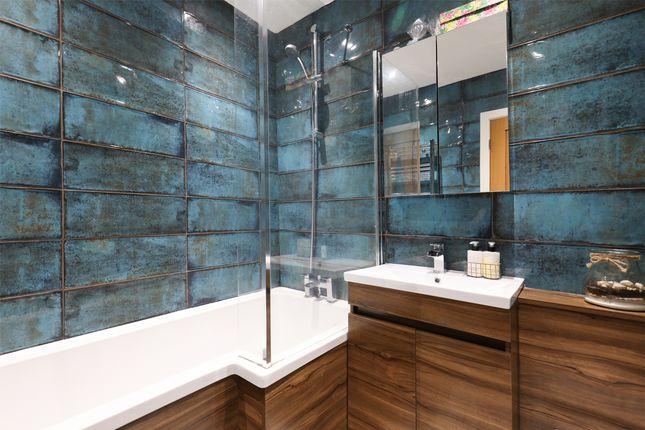 Bathroom of Bradley Street, Sheffield S10